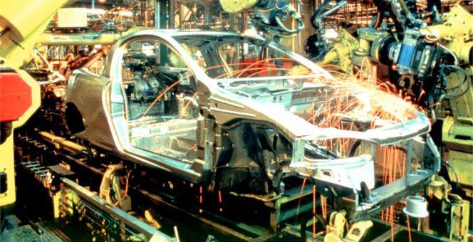 El sector del automóvil facturó un 18,3% más en 2015