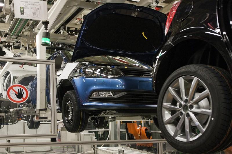 España roza el objetivo de fabricar 2,8 millones de vehículos en 2016